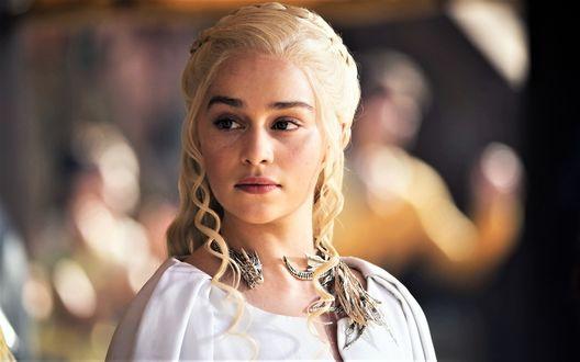 Фото Актриса Emilia Clarke / Эмилия Кларк в роли Daenerys Targaryen / Дейнерис Таргариен из сериала Game Of Trones / Игра Престолов