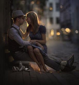 Фото Девушка с парнем на улочке в Старой Риге, фотограф Elena Shumilova
