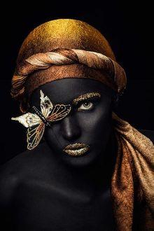 Фото Модель Наталия с ярким макияжем с бабочкой на лице, фотограф Danil Zubritsky