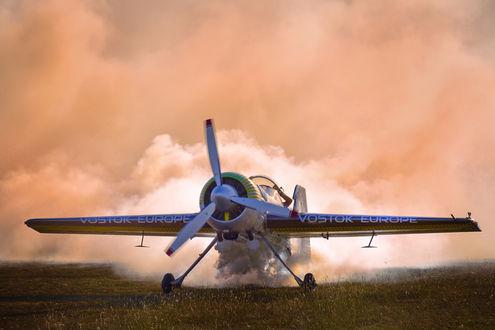Фото Самолет на фоне облаков, фотограф Anghel Rusu