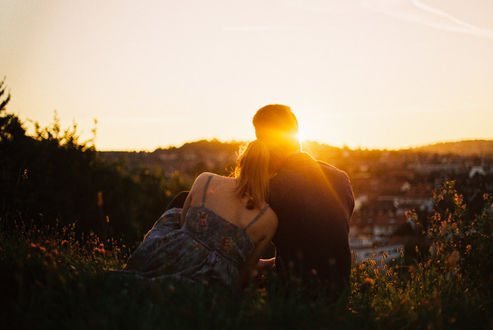 Фото Парень с девушкой встречают закат, by Rona-Keller