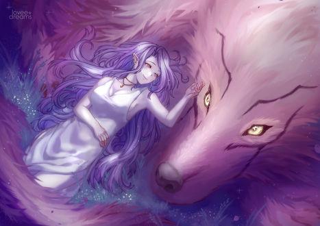 Фото Эльфийка с сиреневыми волосами лежит на траве возле огромного волка, by Loveedreams