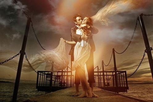 Фото Влюбленная пара на пирсе