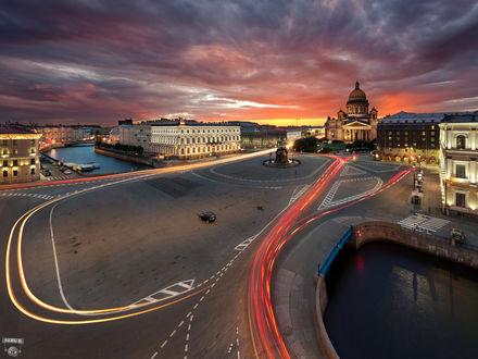 Фото Синий мост через реку Мойку, Исаакиевская площадь в Санкт-Петербурге под облачным небом, фотограф Сергей Дегтярев