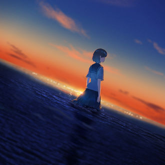 Фото Школьница стоит в море во время заката