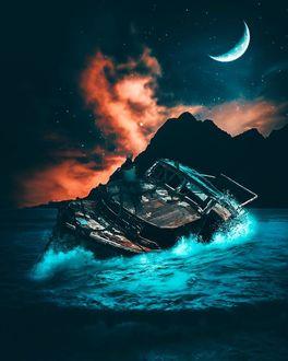 Фото Старая лодка на берегу моря на фоне гор и ночного неба