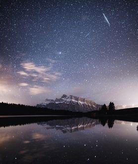 Фото Звездное небо отражается в реке