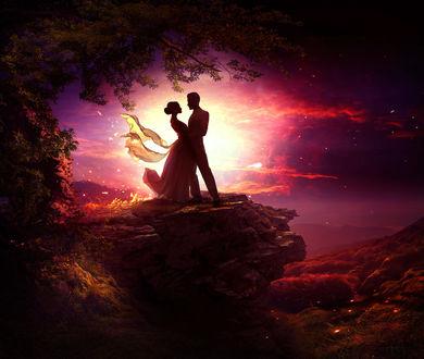 Фото Влюбленные стоят на краю скалы у дерева на фоне заката, by ElenaDudina