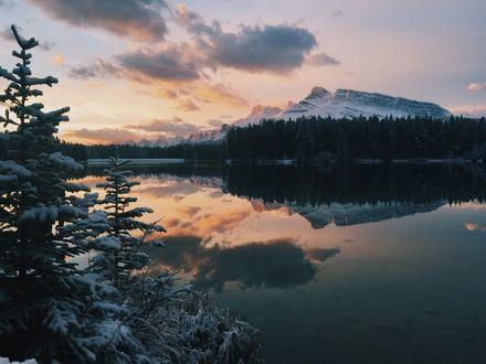 Фото Восход на озере Vermilion / Вермилион в национальном парке Banff, Alberta, Canada / Банф, Альберта, Канада