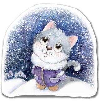Фото Котенок в теплой одежде смотрит на падающий снег