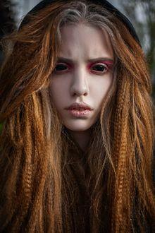 Фото Девушка с рыжими с проседью волосами и пустыми черными глазницами, by RiperJack