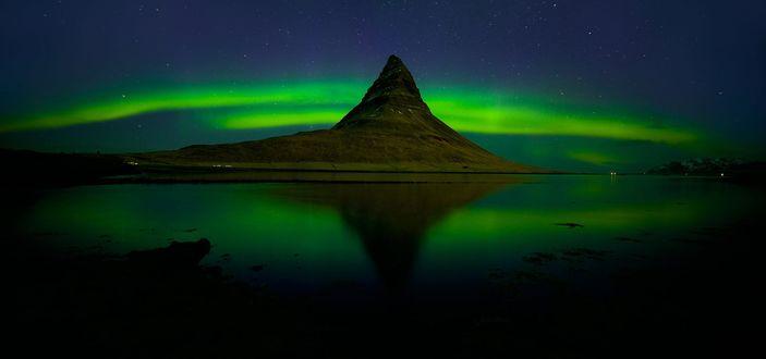 Фото Пик горы на фоне северного сияния, фотограф Kant