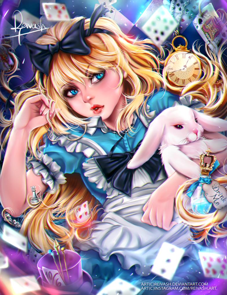 Фото Alice / Алиса с белым кроликом и бутылочкой голубой жидкости (Drink me / Выпей меня), лежит среди игральных карт, золотых часов, шахматных фигур и сиреневого цилиндра Безумного Шляпника, арт по мотивам сказки Alice in Wonderland / Алиса в стране чудес, by Reivash
