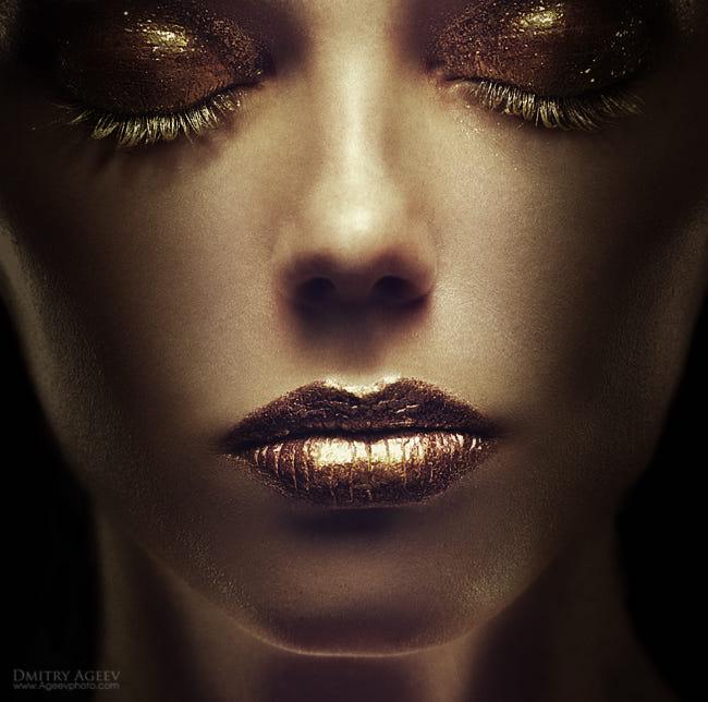 Фото Лицо девушки с закрытыми глазами, с золотыми веками, ресницами и губами, by Dmitry Ageev