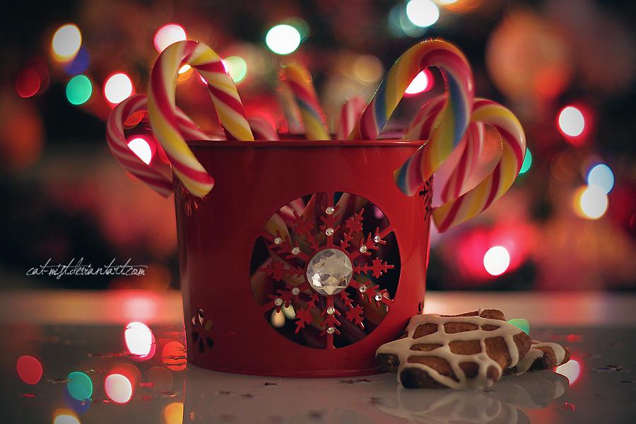 Фото Леденцы в ведерке и печенье на фоне бликов, by Cat-Mist