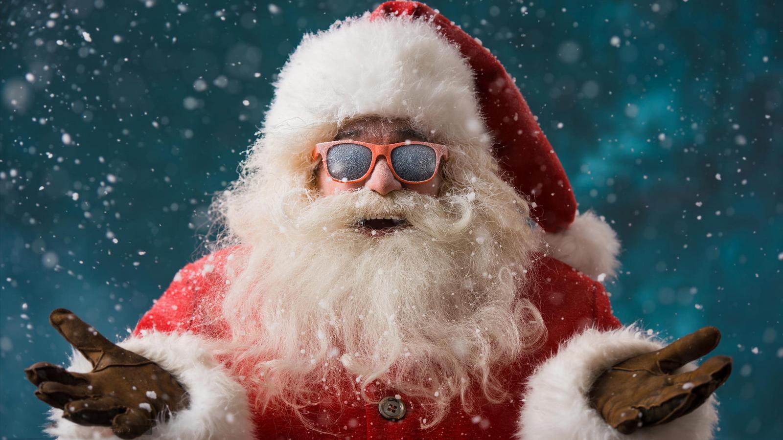 Фото Дед Мороз в солнцезащитных очках под снегопадом