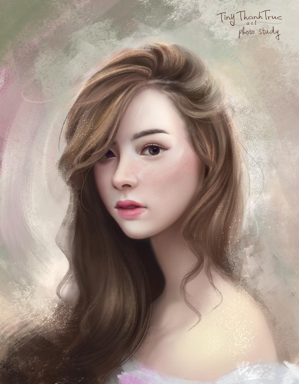 Девушка с длинными русыми волосами фото