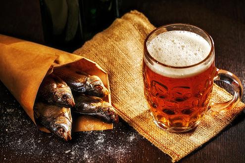 Фото Кулек с воблой и бокал пива