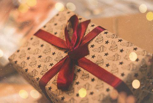 Фото Подарок на фоне боке