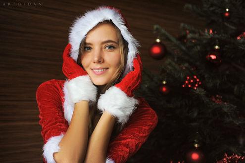 Фото Девушка Katya Clover в новогоднем наряде у елки, by Artofdan Photography