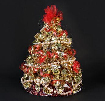 Фото Новогодняя елочка из конфет