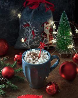 Фото Чашка со сладостями, елка, подарки и красные шары, by Natalya Rudikovskaya