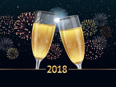 Фото Два бокала с шампанским чокаются на фоне новогоднего салюта (2018)
