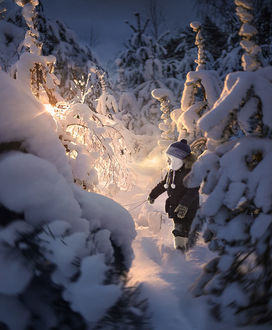Фото Мальчик в заснеженном лесу, фотограф Elena Shumilova
