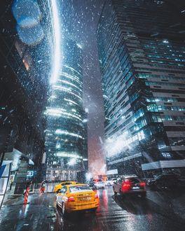 Фото Автомобили на ночной улице Москвы под падающим снегом