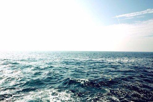 Фото Неспокойный океан и голубое небо (© Louis Garrel1), добавлено: 12.01.2018 20:42