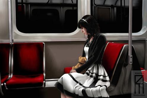 Фото Темноволосая девушка в белом платье и черной кофте держит плющевого медведя, сидит внутри электричке, by lunadementare