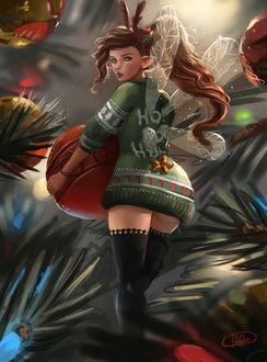 Фото Длинноволосая девушка-фея в зеленом свитере держит красный рождественский шар возле ели (Hohoho), by Whails