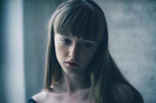 Фото Задумчивая девушка с длинными волосами, by Ezgi Polat