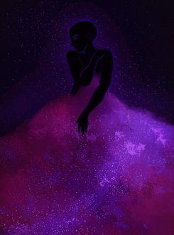 Фото Девушка-ночь в юбке из розовых облаков