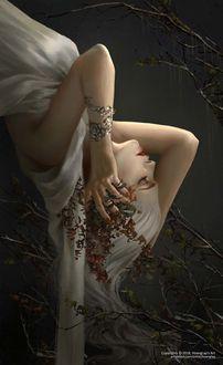 Фото Девушка блондинка вверх ногами держит руки на голове, by Hoаng Lаp - Solan