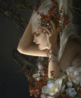 Фото Девушка - блондинка, окруженная цветами, держит руки на голове, by Hoаng Lаp - Solan