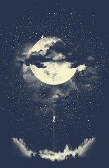 Фото Парень взбирается к девушке, сидящей на полной луне