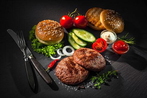 Фото Бургеры с овощами и соусом