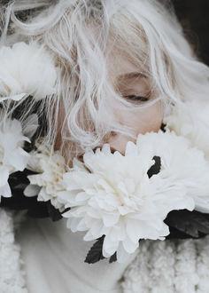 Фото Девушка Александра в белых цветах, by parkometr