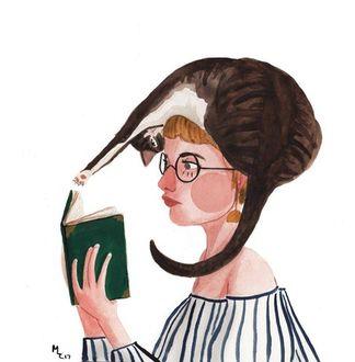 Фото Кошка на голове девушки, которая держит книгу, by Maggie Cole