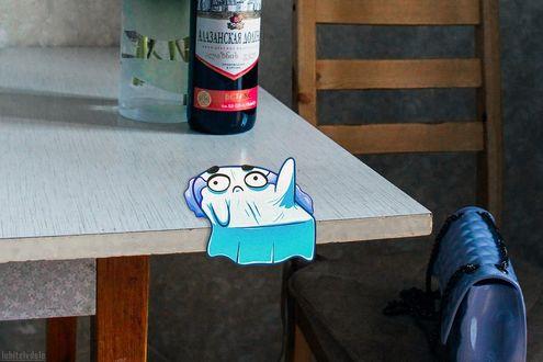 Фото Привидение стекает лужицей со стола, by Влад Капичай