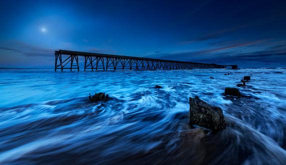 Фото Эстакада, уходящая вдаль моря, фотограф Paul