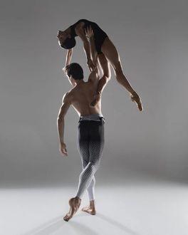 Фото Парень с девушкой в танце