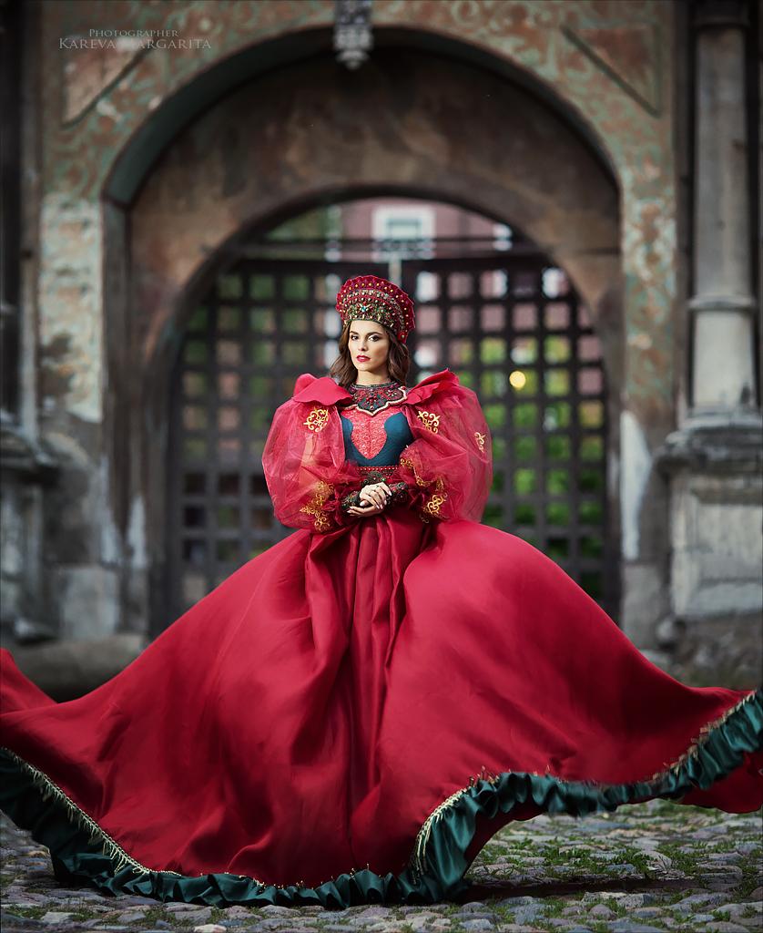 Фото Российская певица, телеведущая Сати Казанова в национальном наряде. Фотограф Margarita Kareva
