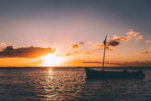 Фото Лодка на закате