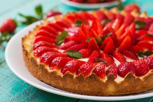 Фото Тарелка с клубничным пирогом