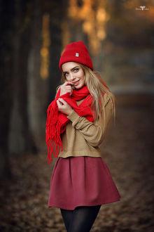 Фото Девушка в красной шапочке и шарфе. Фотограф Dmitry Arhar