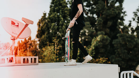 Фото TeПарень со скейтом