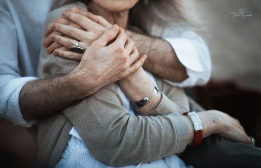 Фото Мужчина обнимает любимую женщину, фотограф Irina Nedyalkova