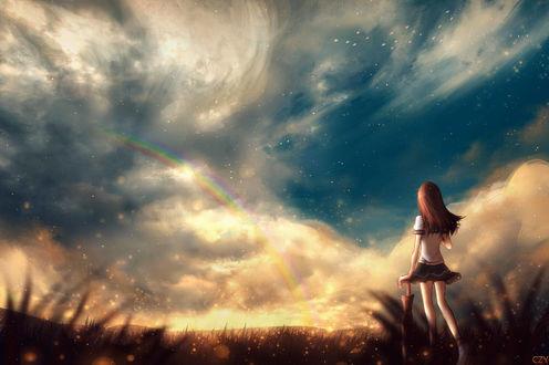 Фото Девушка стоит на фоне облачного неба